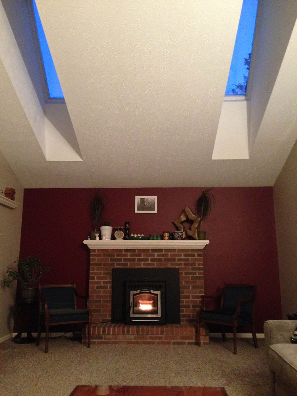 LivingRoom_Fireplace_Skylights